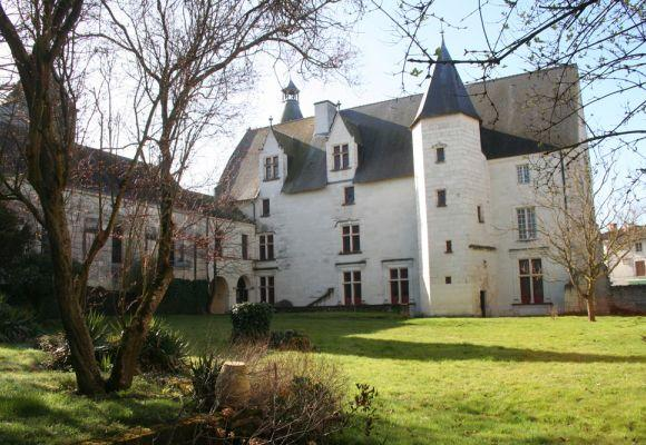Monts guesnes chateau